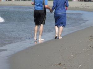 frum-couple-on-beach